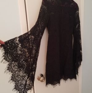 Black Lace Long-sleeved Dress